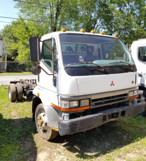 008C, 1997 Mitsubishi FH used truck with manual transmission and 6 cylinder