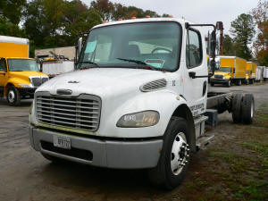 1038, 2007 Freightliner M2 with engine problem for sale
