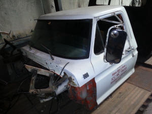 413, 1976 Ford F600 used truck cab and doors
