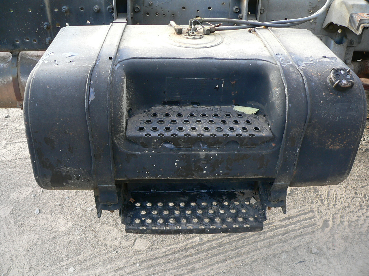 International Fuel Tank With Step on 4900 International Truck Parts