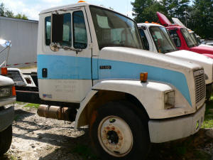 A082, 1998 Freightliner FL60 used truck cab